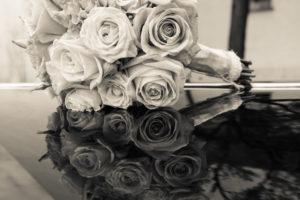 Brautstrauss der sich spiegelt