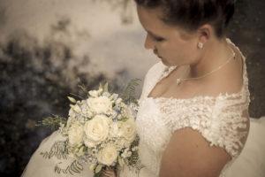 Braut mit Strauss